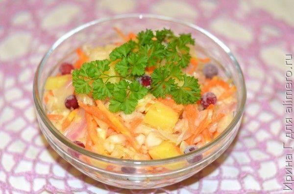 Салат из квашеной капусты с солеными огурцами - 7 пошаговых фото в рецепте