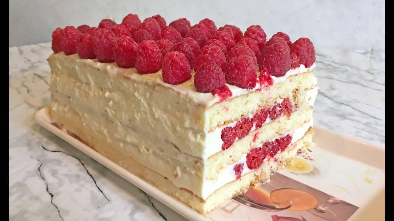 Бисквитный торт с малиной, безе и масляным кремом