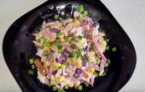 Простой салат с добавлением грецких орехов, вкусные рецепты с фото