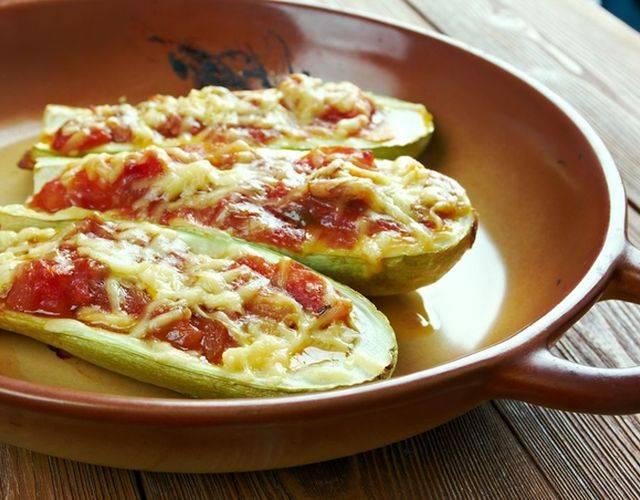 10 рецептов фаршированных кабачков в духовке и на плите