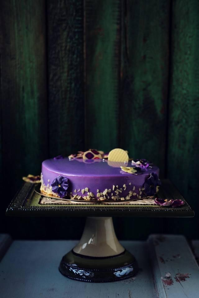 Бисквитный торт со сливочным кремом «черная смородина»