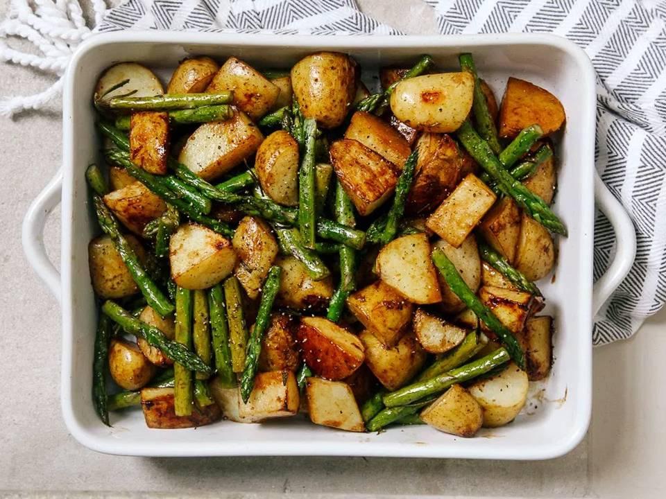 Картофель, запеченный с луком в духовке