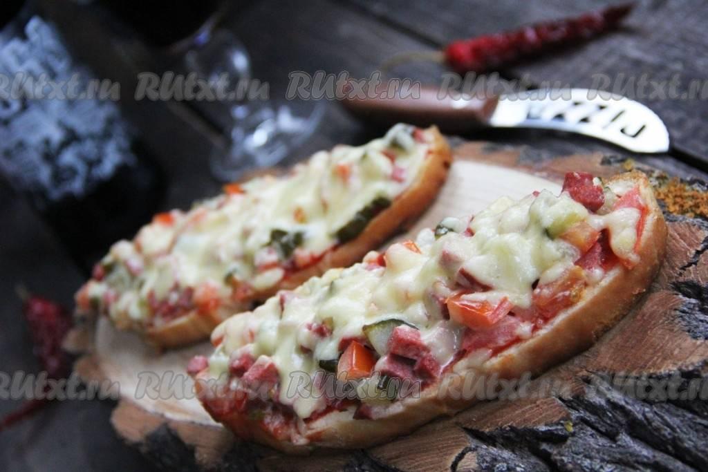 Гренки с сыром и колбасой на сковороде - 11 пошаговых фото в рецепте