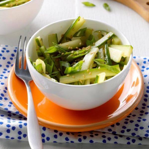Изысканный зелёный салат с имбирём и кунжутом
