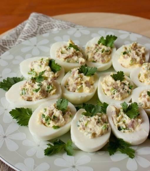 Фаршированные яйца с тунцом - идеальная закуска