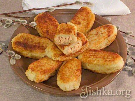 Котлеты картофельные с копчeной рыбой и яйцами-пашот