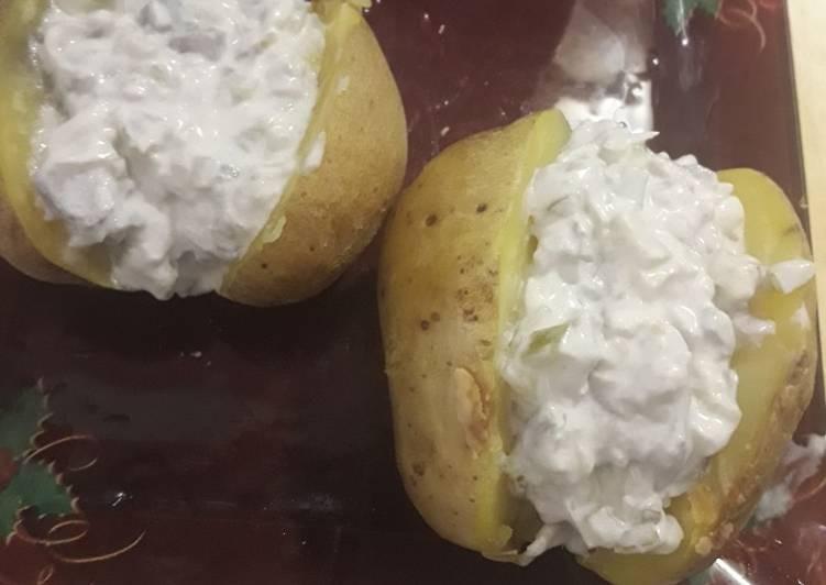 Печеный картофель с пятью соусами