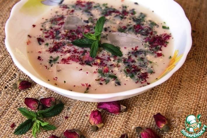Холодный фитнес-суп из овощей с йогуртом