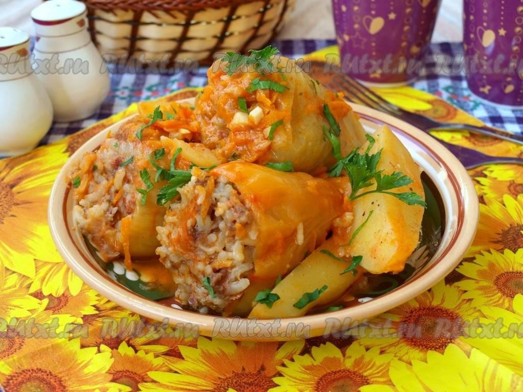 Фаршированные мясом баклажаны, перцы и помидоры