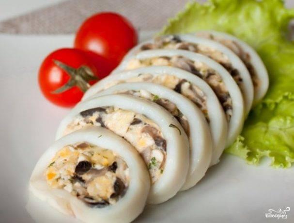 Кальмары фаршированные грибами и рисом в духовке - рецепт с фото пошагово