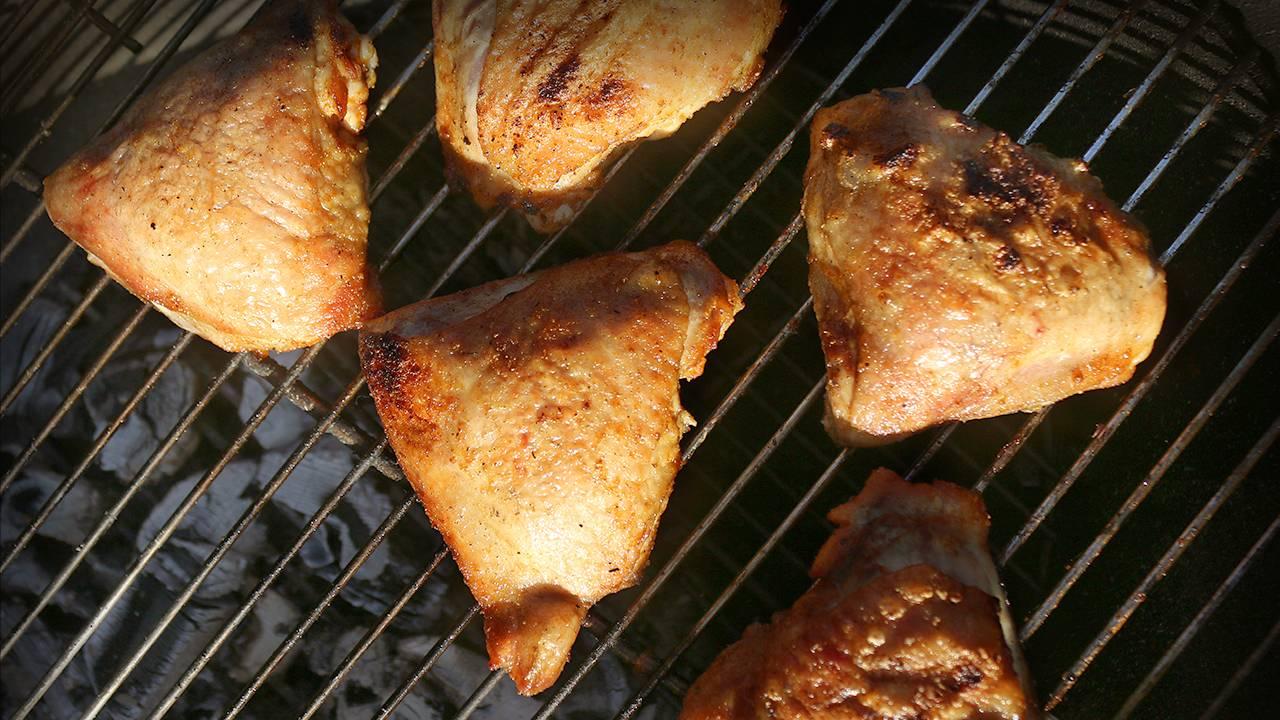 Как пожарить куриные бедрышки на решетке — пошаговый рецепт с фото