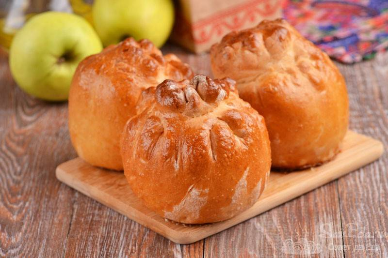 Фаршированные яблоки в готовом слоеном тесте