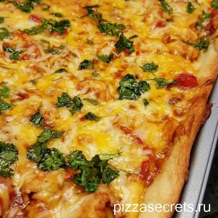 Пицца с соусом барбекю