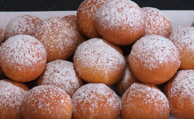 Творожные пончики с лимонной цедрой и конфитюром
