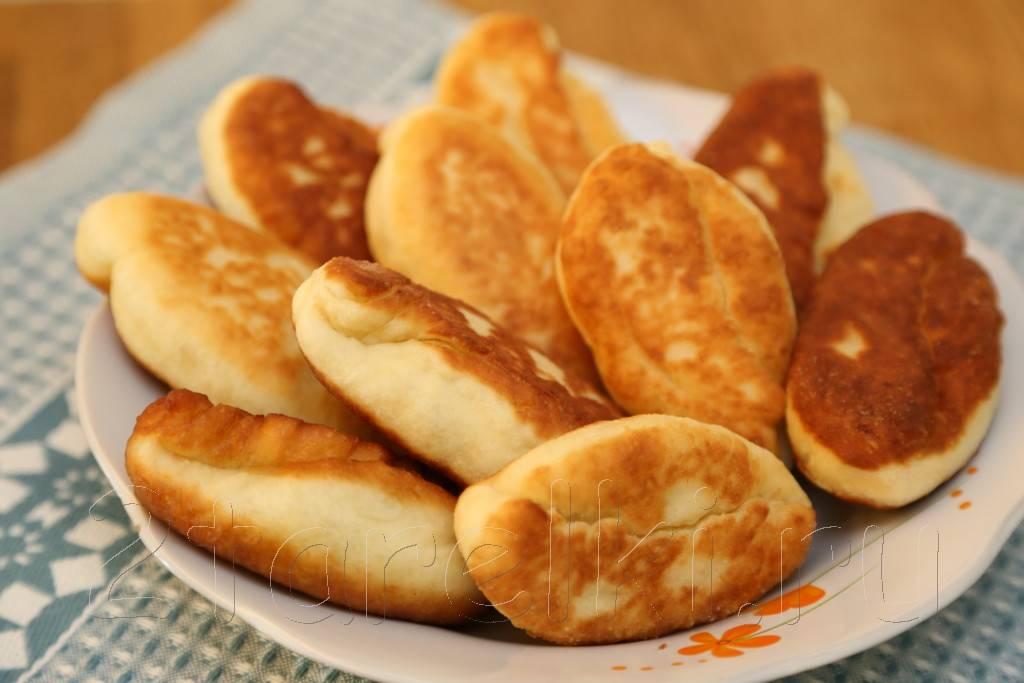 Пирожки с картошкой и с грибами на сковороде
