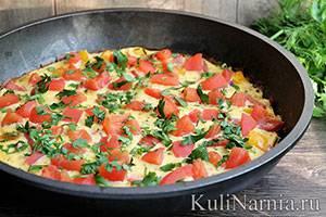 Фриттата с пастромой и помидорами