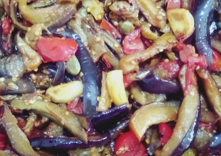 Домашний рецепт жаренных баклажанов с чесноком, с помидорами, с луком и морковью