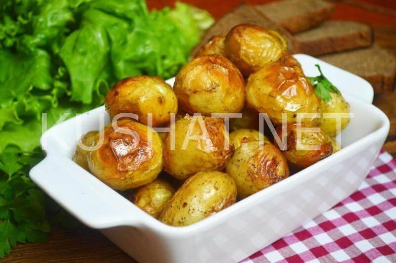 Запеченный в духовке картофель в кожуре