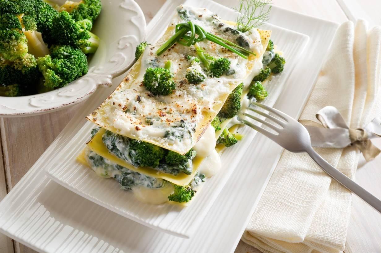 Запеканка из брокколи под соусом бешамель и сыром | страна мастеров