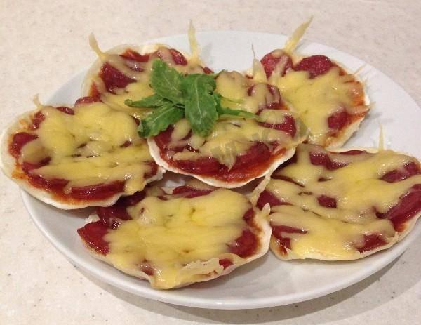 Мини-пиццы из лаваша