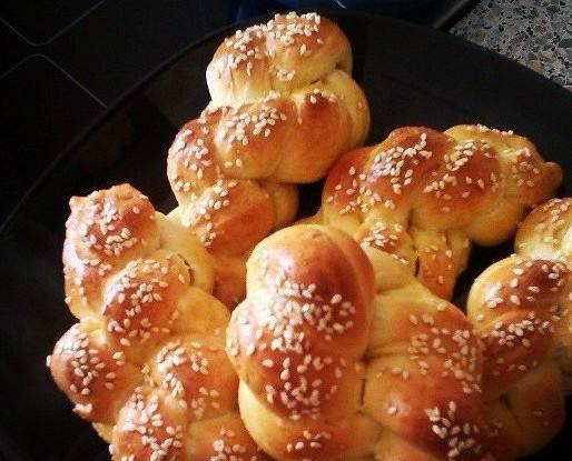 Постные булочки с маслинами и кунжутом