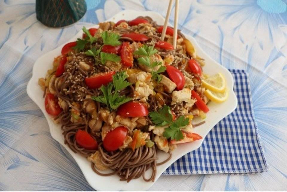 Рецепты приготовления гречневой лапши собы с курицей или овощами - кулинар мастер