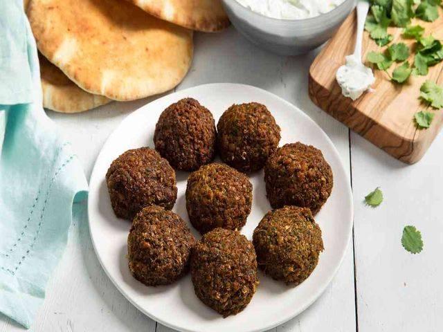 Фалафель - что это такое, как его едят и лучшие рецепты арабского угощения