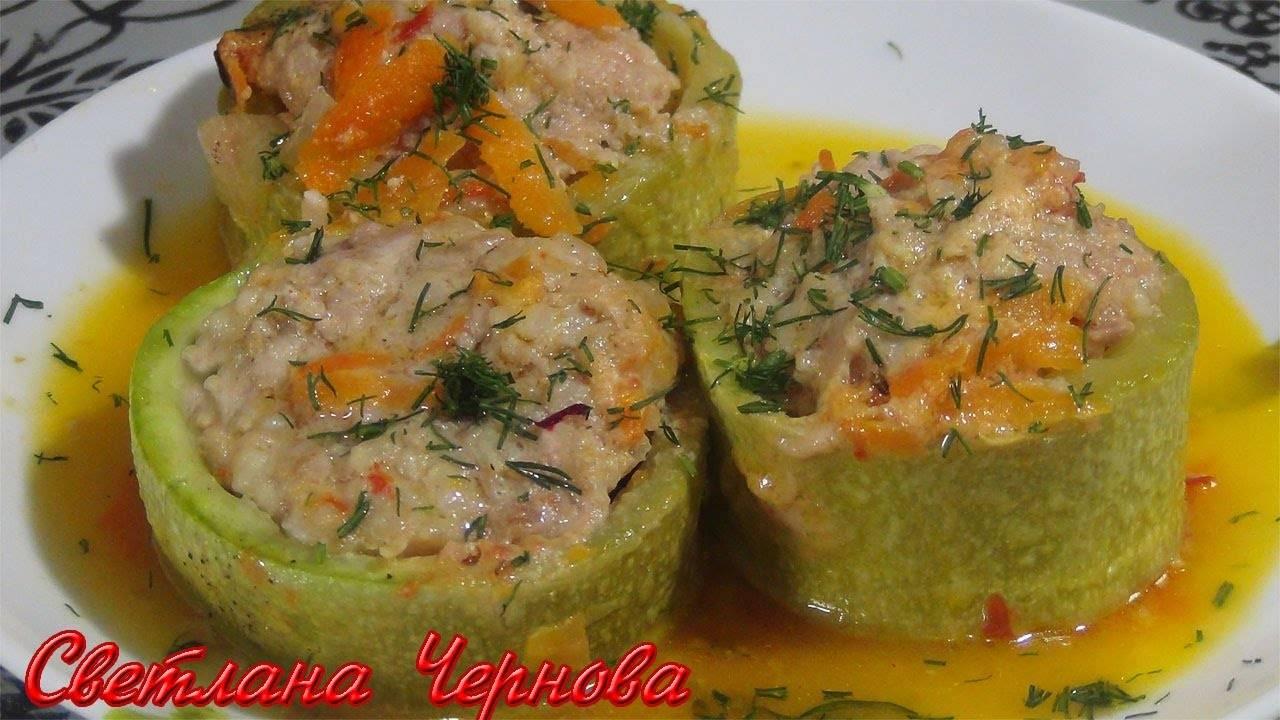 Кабачки фаршированные овощами, рисом и грибами