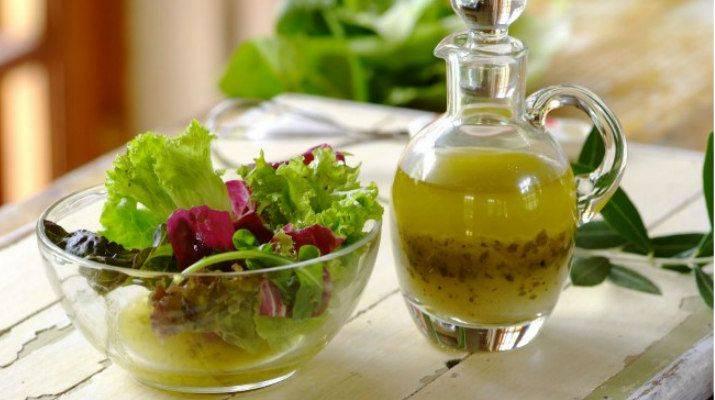 10 рецептов заправок для салата из сезонных овощей