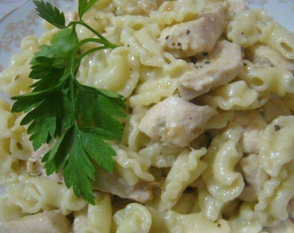 Куриные грудки по-итальянски под сливочным соусом