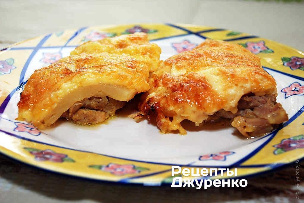 Куриное филе, запеченное с грибами и сыром