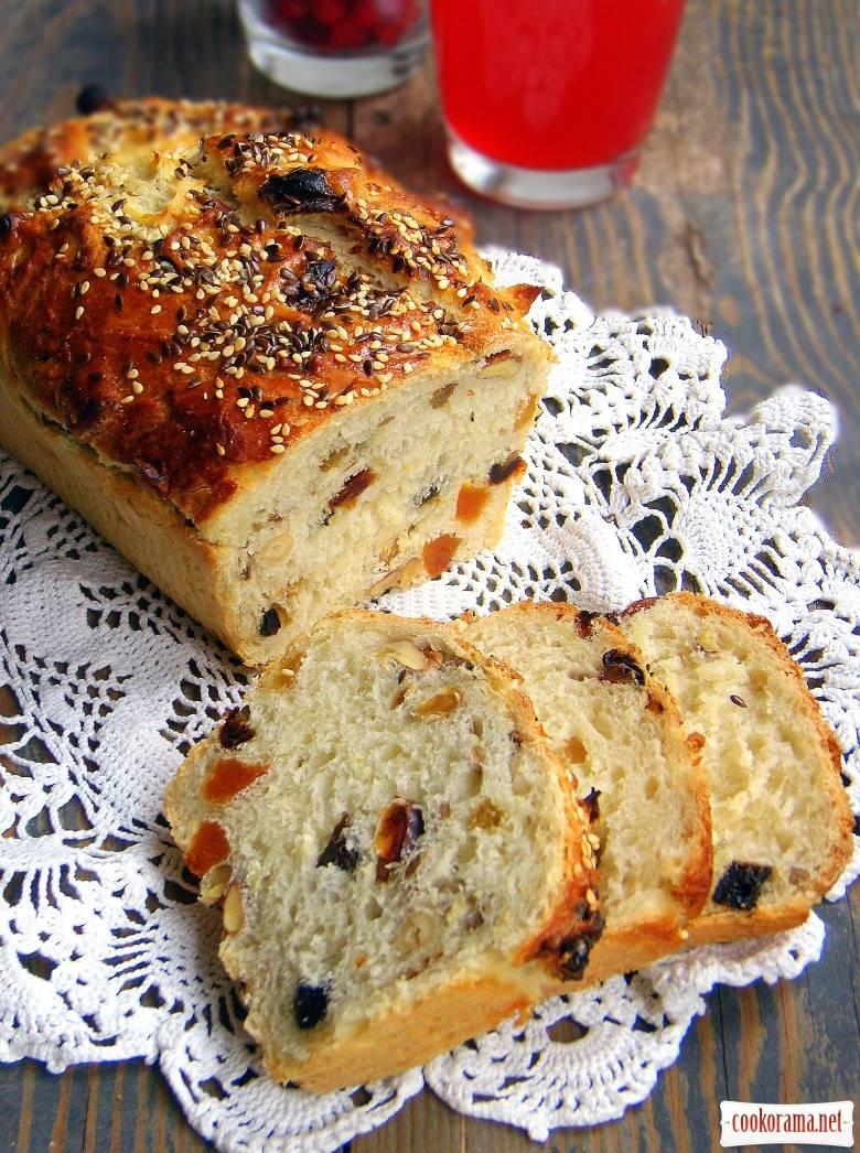 Медовый хлеб с яблоком и грецким орехом
