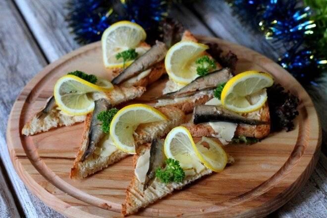 Бутерброды со шпротами - 7 вкусных и быстрых рецептов отличной закуски