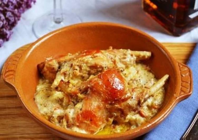 Тушеный кролик в сметанном соусе