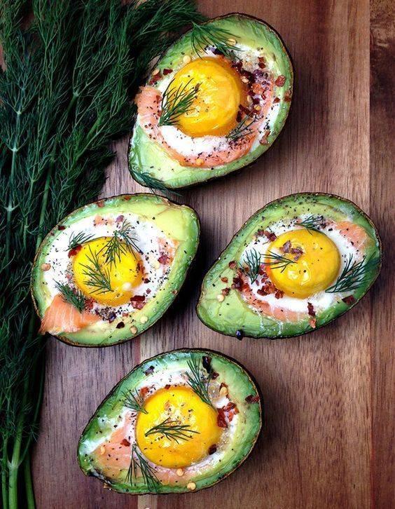 Яичница с сёмгой и авокадо