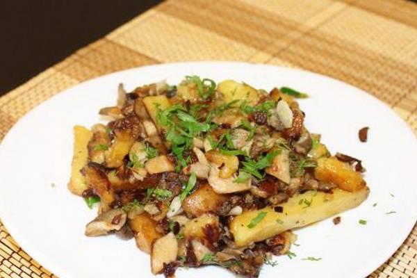 Картошка тушеная с вешенками в духовке