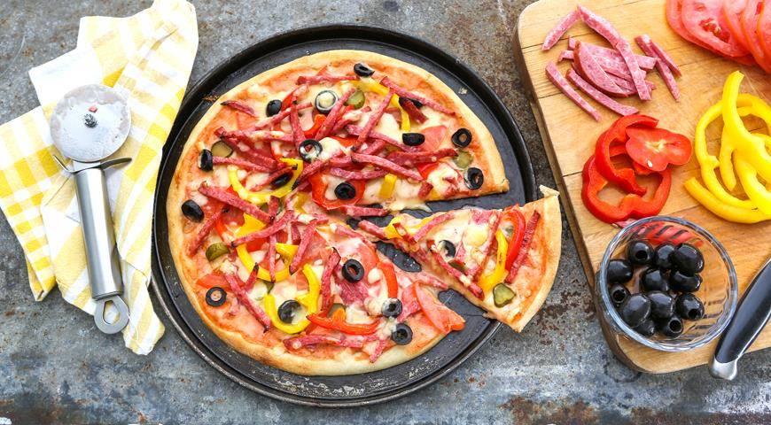 Пицца с колбасой и сыром в домашних условиях  – простые рецепты для духовки