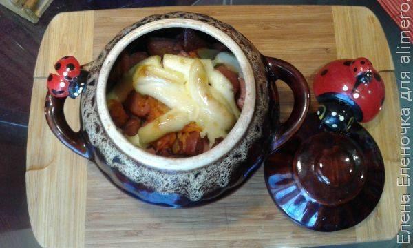Картошка с сардельками по-деревенски в горшочках