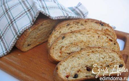 Хлеб с сыром, вялеными помидорами и базиликом