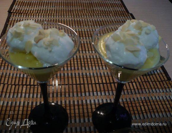 Постный банановый десерт с клубникой на основе риса
