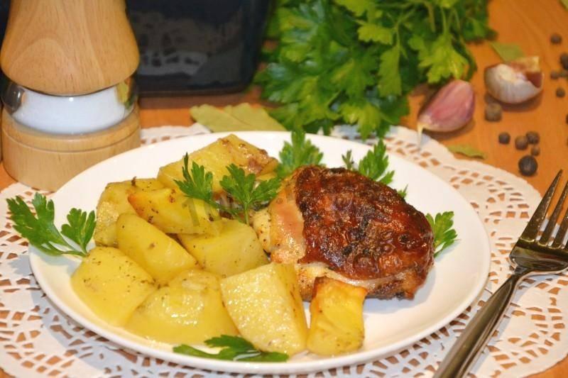 Молодой мелкий картофель, запеченный в духовке