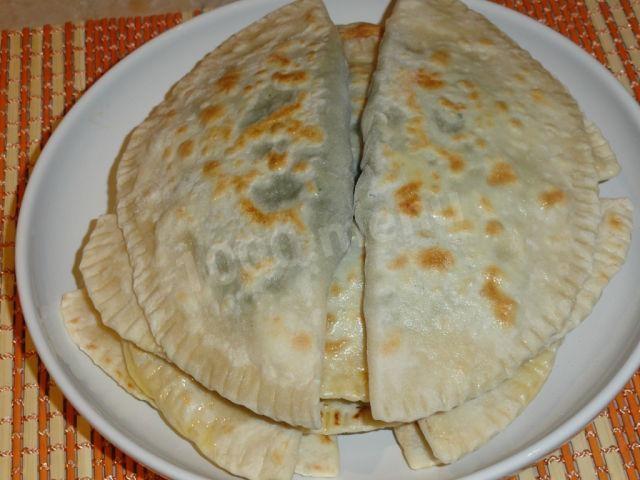Чебуреки с сыром и зеленью. рецепт с фото • кушать нет
