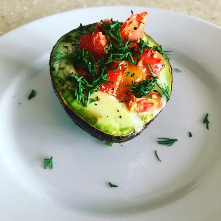 Фаршированное яйцо с авокадо