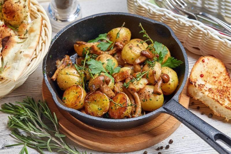 Как поджарить опята с картошкой на сковороде: рецепты, как приготовить вкусные блюда