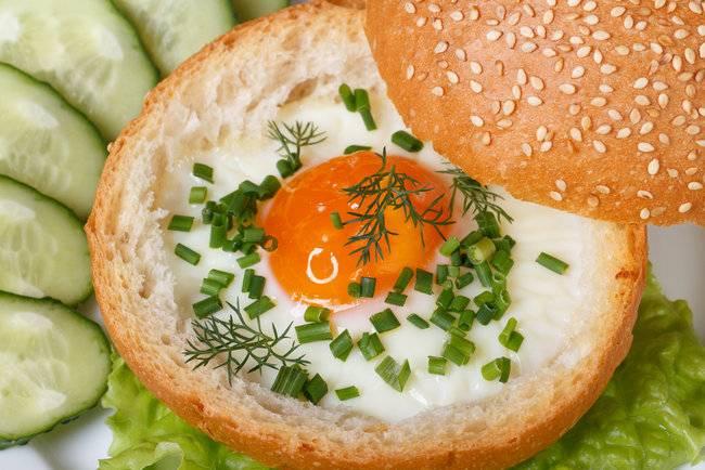 """Горячие булочки с яйцом на завтрак """"секрет"""""""