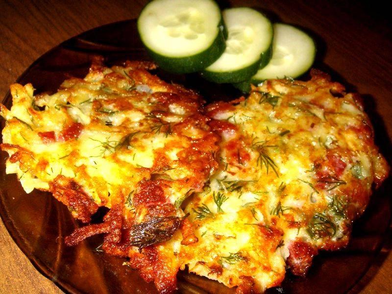 Драники с колбасой и сыром – 3 пошаговых рецепта с фото