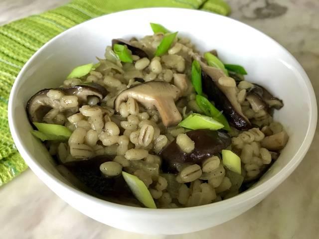 Каша с грибами — рис с лесными грибами и овощами - рецепты джуренко