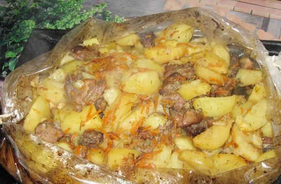 Картошка с чесноком в микроволновке в пакете