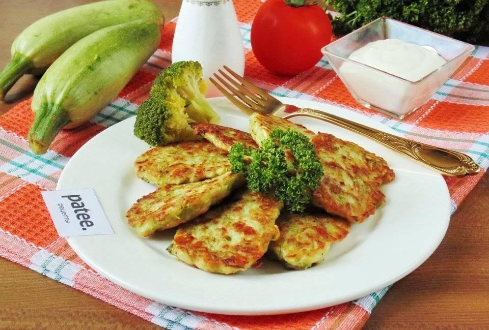 Оладьи из кабачков с сыром и ветчиной
