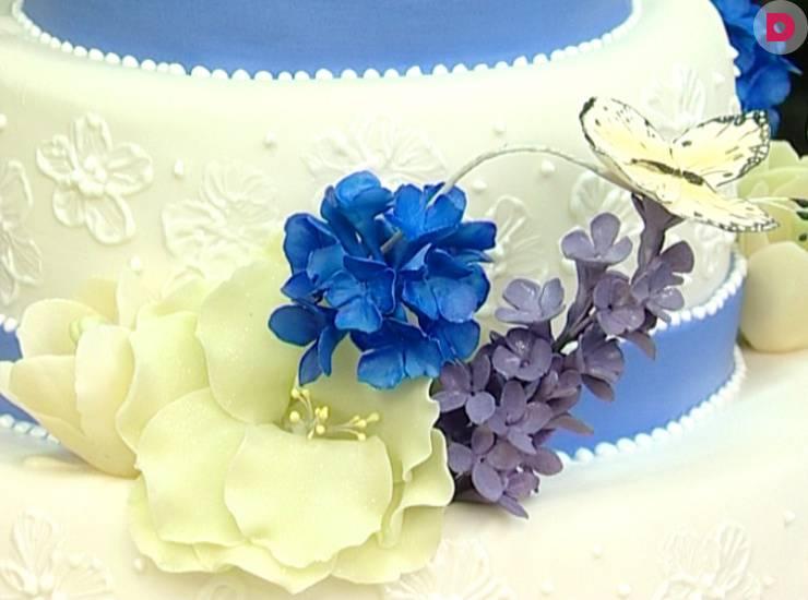 """Торт """"именинный"""" с фруктовыми розами"""